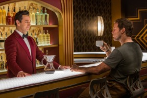 chris-pratt-passengers-robot-bar-2016